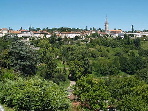 «Ville de Nontron» par Jbardini — Travail personnel. Sous licence CC BY-SA 3.0 via Wikimedia Commons