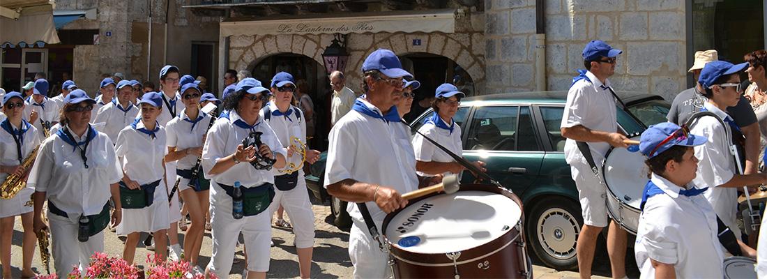 Banda dans les rues de Brantôme - Crédit photo: FranceSudOuest