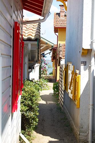 Village de L'Herbe: derrière les cabanes, la plage ! Crédit photo: Marianne Vergnes p/o FranceSudOuest