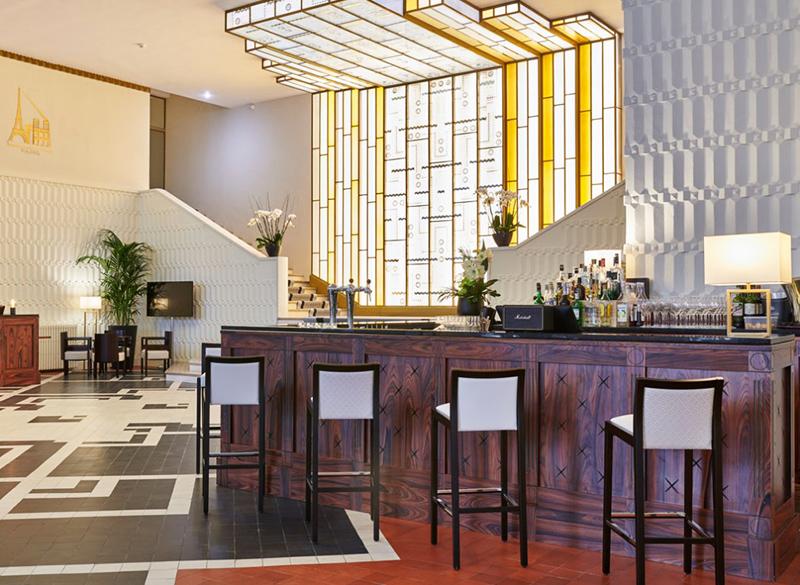 L'imposante verrière lumineuse du hall d'accueil, dans le plus pur style Art déco - Crédit photo: Hôtel Le Splendid
