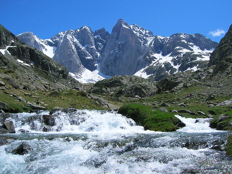 Le massif du Vignemale - Crédit photo: Alaidesc - Own work, CC BY-SA 3.0
