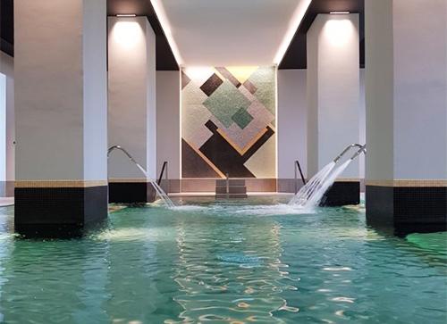 Le spa a remplacé les thermes de l'établissement, tout en respectant la touche Art déco