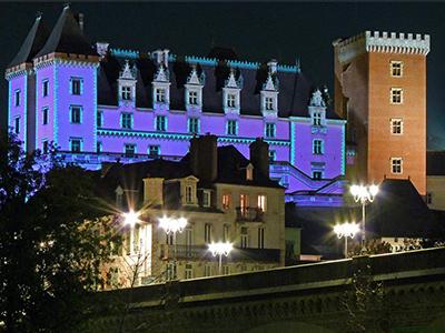 C'est beau, un château, la nuit - Crédit photo: Oeil du Néez - Flickr