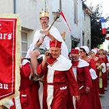 defile-festival-roi-menteurs-moncrabeau