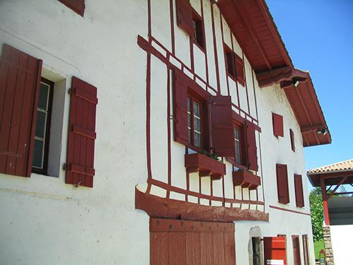 Façade de maison labourdine, à Biriatou - Crédit photo: FranceSudOuest
