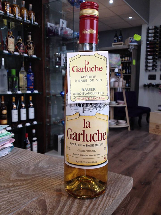 bouteille de l'paéritif girondin La Garluche